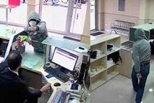 PTT şubesinde memur direndi, soyguncu neye uğradığını şaşırdı
