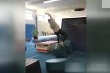 Atlamaya çalışırken feci düştü