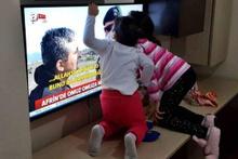 Babalarını televizyonda gören çocukların sevincine bakın!