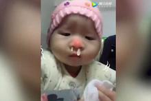 Ağlayan bebeğini trolleyen anne güldürdü