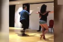 Esmer güzelden Latin Amerika dansı