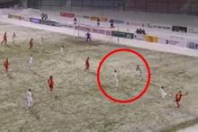 Rusya'da fair-play unutulunca futbolcular biririne girdi!