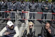 Ermenistan'da sokaklar fena karıştı!