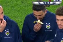Fenerbahçe stadında ortalık karışırken Hasan Ali Kaldırım muz yedi