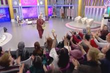 Türk izleyicisi bunuda gördü! Seda Sayan'ın programında 'salatalık' izdihamı
