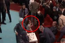 Kongrede dikkat çeken an! Erdoğan tam salona girdiği anda....