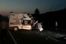 İzmir'de feci kaza! Ambulans tıra çarptı 1 sağlık personeli hayatını kaybetti