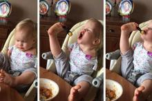 Kolları olmayan bebek ayaklarıyla yemek yemeyi öğrendi