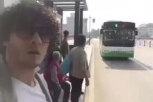Çin'de otobüse binen insanları trolleyen Adanalı genç