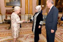 Erdoğan Kraliçe Elizabeth'le görüştü! İşte ilk görüntüler
