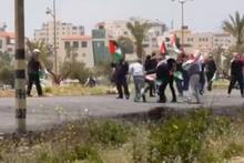 Filistinli gösterici ve ona yardıma koşan sağlıkçı böyle vuruldu!