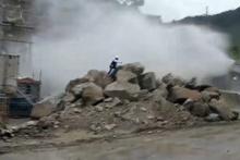 Canını zor kurtardı! İnşaat halindeki baraj böyle çöktü