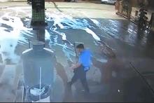 Dehşete düşüren kaza! Kamyonun altında metrelerce sürüklendi