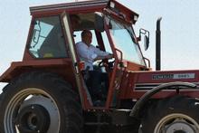 Muharrem İnce, traktör sürüp saman balyaladı!