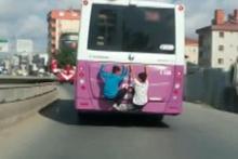 Çocukların tehlikeli yolculuğu kamerada
