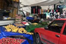Şişli'de otomobil pazara daldı! 2 kişi yaralandı