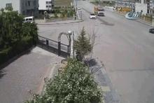Ankara'da feci kaza! Metrelerce sürüklendiler