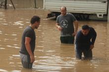 İstanbul sağanak yağışa teslim oldu! 3 il için acil uyarı geldi