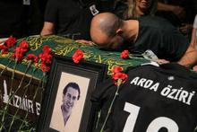 Vefat eden oyuncu Arda Öziri için tören düzenlendi