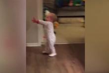 'Zombi bebek' izleyenleri güldürüyor