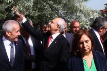 Kılıçdaroğlu çok neşeliydi yolda yürürken...