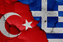 Ege'de Türk gemisi Yunan savaş gemisiyle çarpıştı!