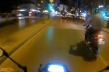 Motosikletlinin tehlikeli şovu kazayla bitti