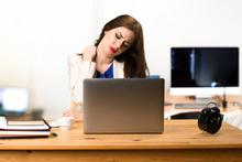 Ofis çalışanları risk altında! Omuzda gelişen ağrıya dikkat