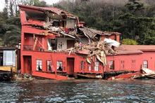 Boğaz'da geminin çarptığı yalının son hali şaşırttı!