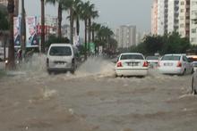 Adana'da yollar nehre döndü