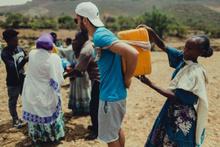 Helal olsun sana Nuri! Tatile gitmedi Etiyopya'da su kuyusu açtı