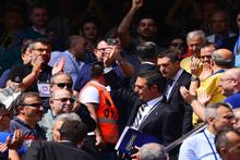 Ali Koç tezahüratlarla karşılandı