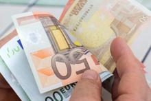 Buldukları 300 bin euroyu evsizlere dağıttılar!