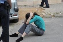 Kocasını bıçaklayarak öldürdü yolda otururken bulundu