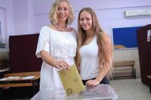Antalya'da yerleşik Ruslar oy kullanıyor