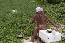 'Çıplak Hermit'in 30 yıllık ıssız ada macerası sona erdi
