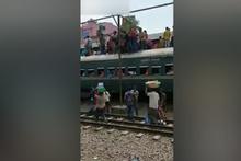 Bangladeş'te tren istasyonunda akılalmaz görüntü