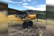 Cesur pilot uçağıyla uçurumdan aşağı böyle atladı