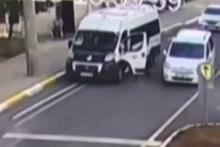 El frenini çekmeyen sürücü trafikte panik yaşattı