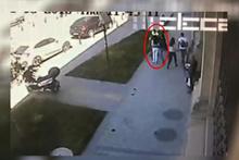 Taksim'de skandal görüntü! Yürüyen kadına saldırdı