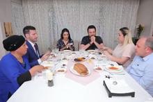 Yemekteyiz yeni yarışmacıları Ebru kimdir Tansu ve Meleha nereli?