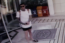 İlginç olay: Turistin 'kusursuz planı' kameraya takıldı!