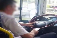 Bu kadarına da pes! Otobüs şoförü direksiyon başında telefon kullandı