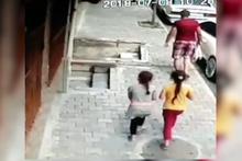 Dehşete düşüren olay! Çocukların imdadına mahalleli yetişti