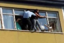 İntihar etmek isteyen genç kızı polis kurtardı