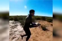 Çölde ölmek üzere olan kaplumbağayı böyle kurtardı
