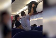 Bagaja valiz yerleştirmeye çalışan ilginç adam sosyal medyayı salladı!