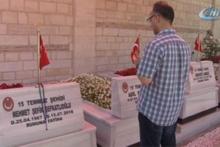 15 Temmuz'un yıl dönümünde vatandaşlar şehitliklerde dua ediyor