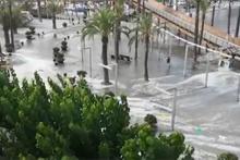 Akdeniz'deki tatil cennetini tsunami vurdu!