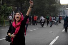 Kadınlar İran devletine pes dedirtti